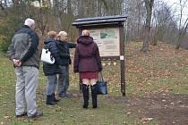 Naučná stezka stromů vznikla na základě komplexního dendrologického průzkumu provedeného v areálu zoo v roce 2016 a následné spolupráce sfundovaným dendrologem.