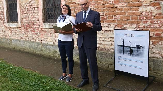 V Památníku Terezín začala výstava o romském holocaustu