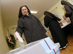 Zvolit si svého prezidenta vyrazili v pátek v podvečer i Sestry premonstrátky z Doksanského kláštera.