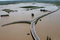 Povodeň, středa 5. června 2013: Most gen. Chábery v Litoměřicích