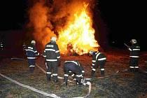 V obci Želechovice na Lovosicku vypukl v úterý 24. 2. kolem jednadvacáté hodiny požár stohu slámy.