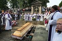 Pohřeb emeritního biskupa Mons. Josefa Koukla.