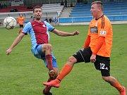 Fotbalisté SK Roudnice (v oranžovém) porazili doma Malé Žernoseky 6:0.