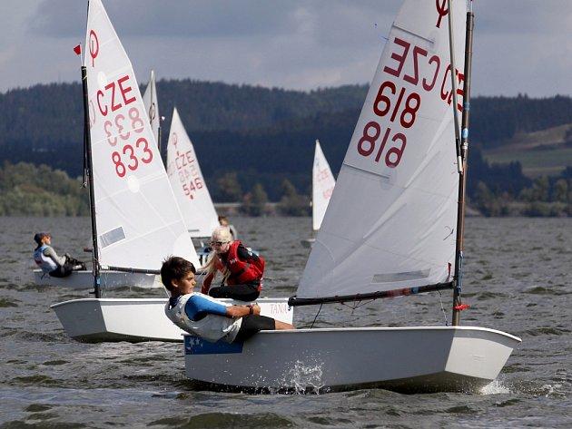 V Černé v Pošumaví se o víkendu 8. a 9. září uskutečnilo mistrovství ČR třídy Optimist.