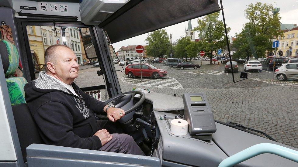 Linka městské hromadné dopravy bude nově zajíždět i na Mírové náměstí.