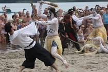 Přepadení úštěckého jezera piráty 2015