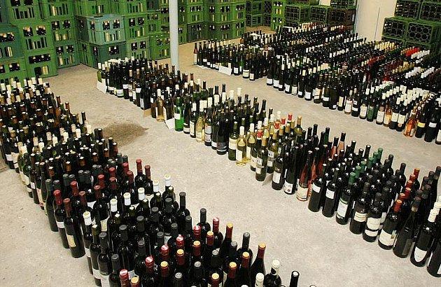 JSOU NA MÍSTĚ. Přihlášená vína do tradiční jarní soutěže a výstavy Vinařské Litoměřice dorazila v uplynulých dnech do Litoměřic.