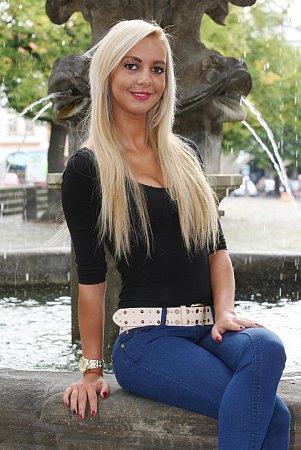 SIMONA ŠEDOVÁ pózovala pro Deník na litoměřickém Mírovém náměstí.