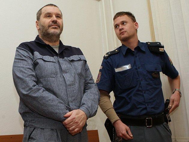 Alexandr Novák u litoměřického soudu, pondělí 3.11.2014
