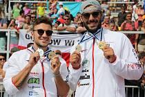 Mistrovství světa v rychlostní kanoistice v Račicích vyhráli Martin Fuksa (vlevo) a Josef Dostál.