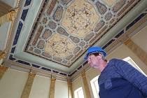 Wieserův dům býval kdysi nejhonosnějším palácem v Terezíně, za posledních dvacet let ale katastrofálně zchátral. Teď se však opět začíná probouzet k životu.