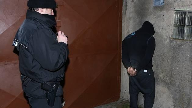 Zadržení vykradačů garáží v Lovosicích