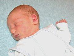 Dagmaře a Petrovi Kunrtovým z Libochovic se 10.3. v 15.46 hodin narodil v Litoměřicích syn David Kunrt (52 cm, 3,58 cm).