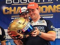 Adam Lacko dostal za titul zlatou přilbu.