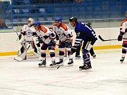 Úvodní zápas Chance ligy v nové sezoně hokejisté Havířova (v modrém) zvládli, když porazili v líbivém utkání Litoměřice 4:2.