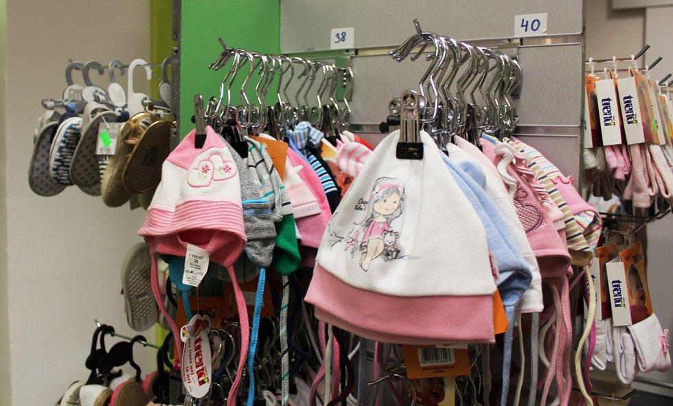 Obchod s dětským oblečením v litoměřické ulici 5. května.