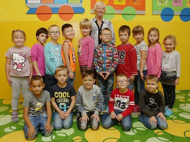 Žáci 1.B ze Základní školy Havlíčkova vLitoměřicích spaní učitelkou Ivanou Beránkovou
