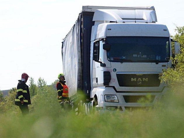 Dopravní nehoda kamionu D8 u Vrbičan.