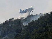 S požáry se na Lovosicku bojuje i ze vzduchu