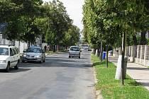 POHLED NA ALEJ 17. listopadu v Roudnici ukazuje, že se nepracuje. Město nemá peníze, čeká na nějakou dotaci.