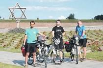 V TEREZÍNĚ. Jedno z míst, které mladí cestovatelé navštívili. Dnes (pátek) by měli dorazit do Holandska. Navštíví například Amsterdam a vydají se na jih.