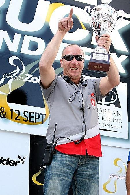 Šéf stáje MKR Mario Kress měl velkou radost při každém převzetí ceny pro nejúspěšnější tým.