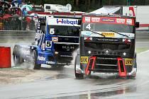 Černo-červený truck stáje MKR a řidiče Markuse Bösigera.