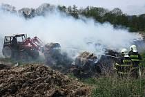 Požár padesáti balíků slámy v Dubičné