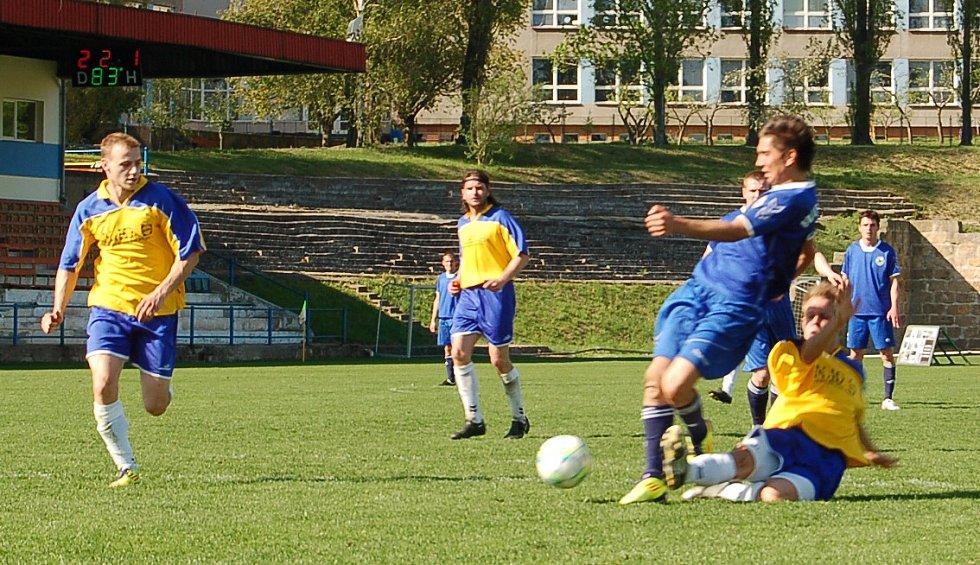 Litoměřice - Bezděkov 3:1. Penaltový faul.