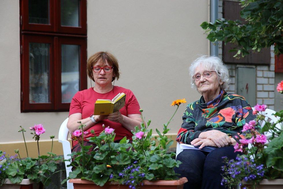 Daniela Činátlová je dcerou Dagmar Tomanové (vpravo)