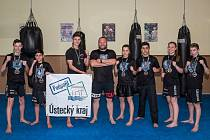 Kickboxeři z Lovosic (zleva): Antonín Lupínek, El Jafar, Dominik Kruncl, trenér Vít Masopust, Barbora Marešová, Mahammad Jafar, Lenka Masopustová, Filip Kafka.