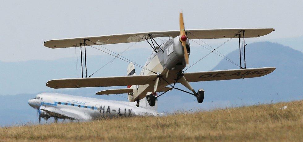 Letecký den Memorial Air Show 2019 v Roudnici nabídl také v neděli pestrý program