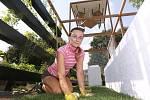 VY ROZHODNETE. Blíž k příchozím návštěvníkům se letos posunula 4. soutěžní expozice deseti okrasných zahrad, které vytvářely zahradnické firmy na téma Zahrada všech (ne)smyslů. Rozhodovat o nejhezčí budou i návštěvníci