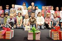 Jako první získali knížky prvňáčky vedení paní učitelkou Romanou Loskotovou.