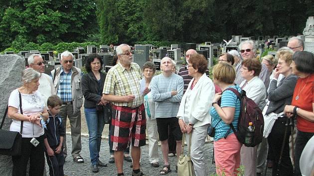 KOMENTOVANÉ PROHLÍDKY vedené historikem Oldřichem Doskočilem se zúčastnilo zhruba 40 lidí.
