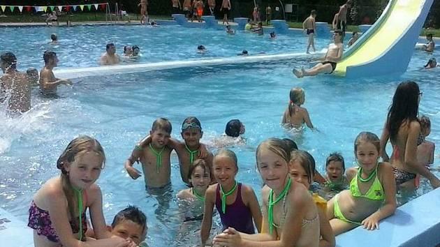Lovosické děti se v rámci příměstského tábora vyrazily například koupat na místní koupaliště.