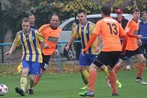 Lukavec (v modrožlutém) porazil Roudnici po penaltách.