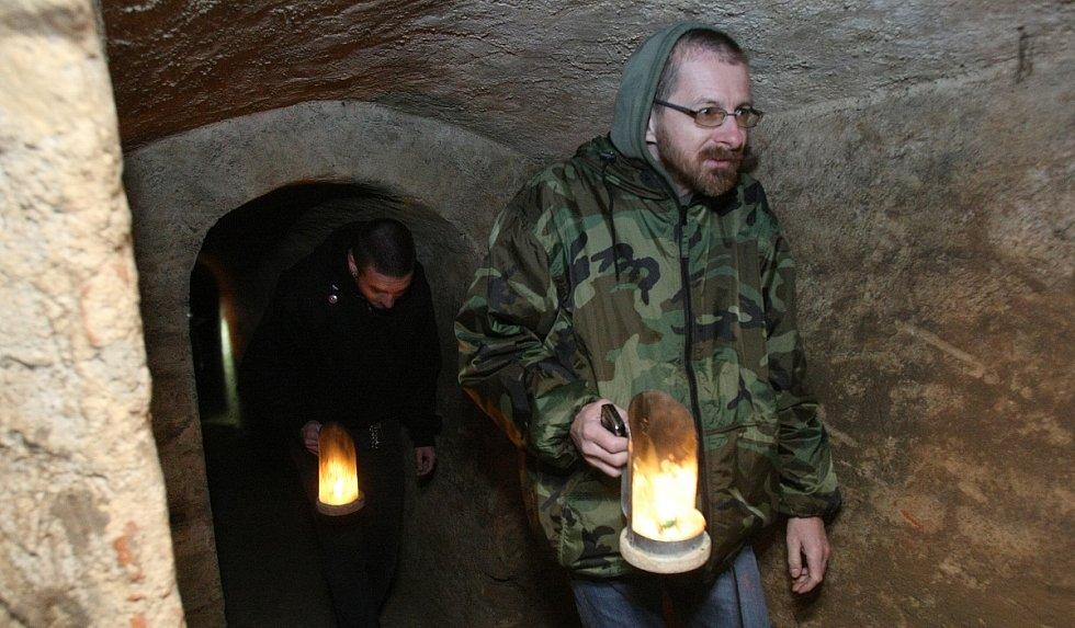 První prohlídky podzemních chodeb v Terezíně v letošním roce.