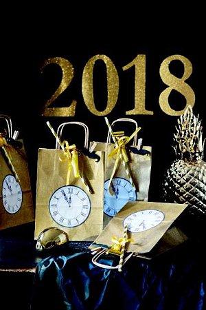 obrázek hodiny a číslice 2018