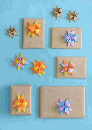 papírová hvězda na vánoční dárky