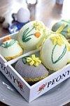 Vyšívaná vejce – fialový kvítek