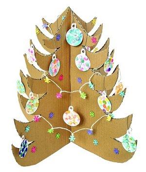 Stromeček z kartonu