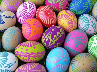 Barevná vajíčka malovaná voskem