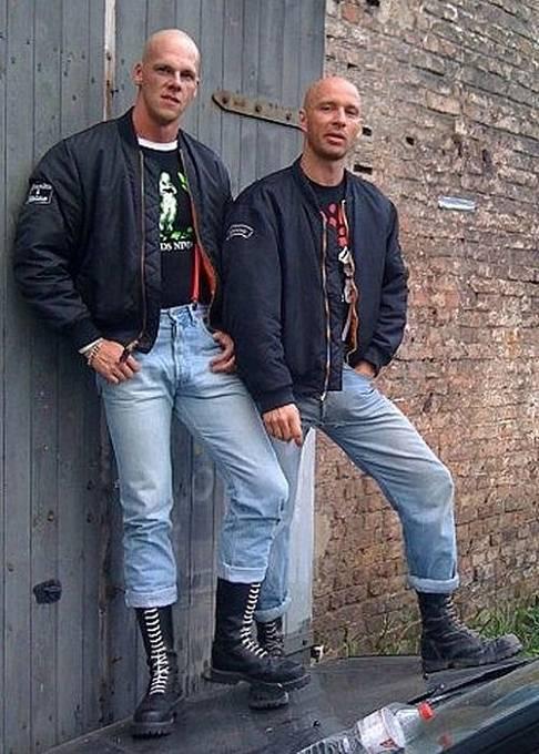 Začátek 90. let nám přinesl i bombry a těžké boty.