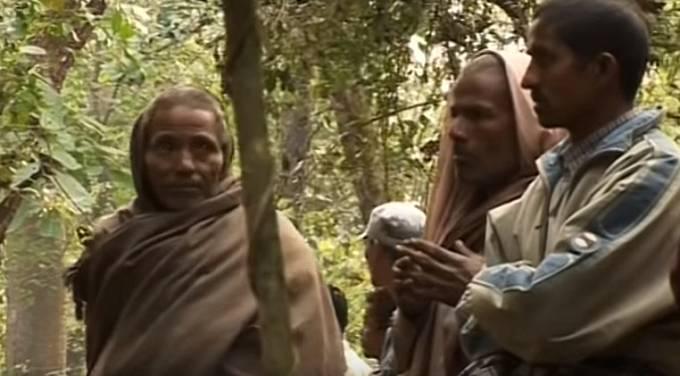 Věřící lidé dodnes přinášejí Bomjonovi dárky i peněžní obnosy.