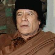 """Muammara Kaddáfího známe jak v """"tradičních"""" róbách, tak v uniformě či elegantních oblecích"""