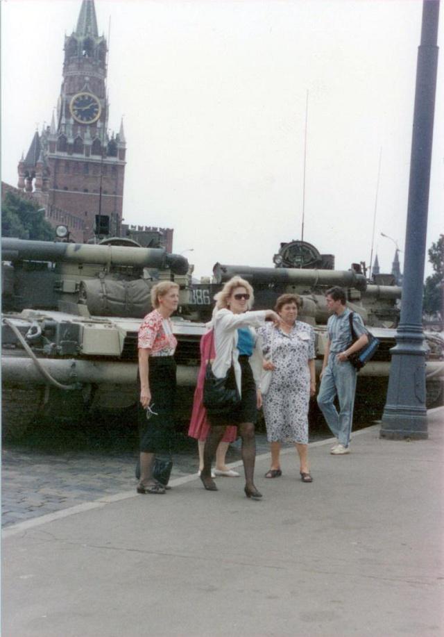 Účastnici sjezdu na Rudém náměstí 19.srpna 1991odpoledne