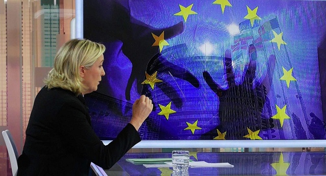 Předsedkyně francouzské krajně pravicové Národní fronty Marine Le Penová slíbila, že když se stane prezidentkou Francie, uzná Krym za ruský.
