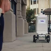 Robot se pohybuje samočinně, zvládne i obrubník nebo semafor