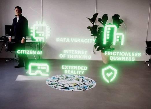 Nové technologické trendy kombinují skutečnou a virtuální realitu a využívají umělou inteligenci